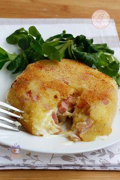 BURGER DI PATATE RIPIENI prosciutto formaggio ricetta