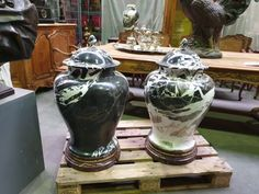 Gorgeous Italian marble vases from 1900 in good condition. Discover more beautiful items from Christophe Prouveur's collection, a professional Belgian antique dealer, on Transferantique. Italian Marble, Vases, Antiques, Beautiful, Collection, Things To Sell, Antiquities, Antique, Vase
