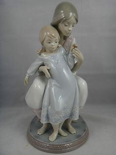 "Lladro Porcelain Figurine ""Tenderness"" # 1527 Mother And Little Girl"