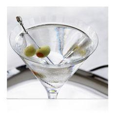 Grey Goose Classic Martini, 10 classic vodka cocktail recipes Telegraph, Top 5 Classic Vodka Cocktails Vinspire Read More About This Recip. Grey Goose Drinks, Grey Goose Martini, Grey Goose Vodka, Classic Vodka Cocktails, Martini Classic, Refreshing Cocktails, Puerto Rico, Vodka Martini, Martinis