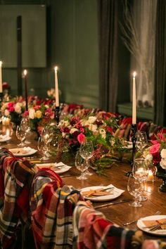 Fall Dinner, Holiday Dinner, Dinner Party Table, Dinner Parties, Dinner Party Ideas For Adults, Elegant Dinner Party, Diner Party, Winter Birthday Parties, Christmas Party Decorations