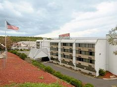 Scranton (PA) Days Inn Scranton PA United States, North America Located in Scranton, Days Inn Scranton PA is a perfect starting point from which to explore Scranton (PA). Featuring a complete list of amenities, guests will find their stay at the property a comfortable one. Service-minded staff will welcome and guide you at the Days Inn Scranton PA. Each guestroom is elegantly furnished and equipped with handy amenities. To enhance guests' stay, the hotel offers recreational fa...