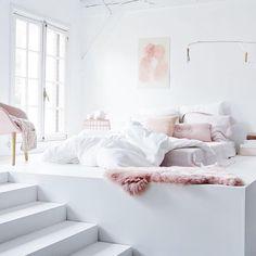 Raised bedroom, pastels, pinterest/suviiit