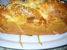 ΑΦΡΑΤΟ ΨΩΜΑΚΙ ..ΓΙΝΕΤΕ ΚΑΙ ΤΥΡΟΨΩΜΑΚΙ.. French Toast, Bread, Baking, Breakfast, Ethnic Recipes, Food, Morning Coffee, Brot, Bakken