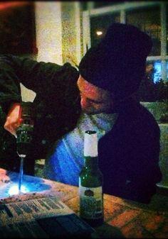Robert Pattinson in New York City last night (October 8). / Robert Pattinson en Nueva York ayer por la noche (8 de octubre).