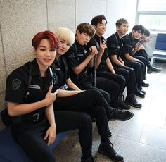 Uploaded by S A T U R N Find images and videos about kpop, bts and jungkook on We Heart It - the app to get lost in what you love. Namjin, Bts Jimin, Bts Bangtan Boy, Bts Bg, Rapmon, Bts Taehyung, Yoonmin, Foto Bts, Bts Memes