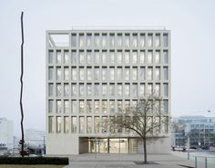 Completed in 2019 in Ulm, Germany. Images by Bez+Kock Architekten. The new construction of the Citizen Service Center of the City of Ulm brings together municipal services spread over several sites in one structure,. Architecture Design, Facade Design, Architecture Diagrams, Architecture Portfolio, Classical Architecture, Concrete Facade, Stone Facade, Terrazzo, Police Station