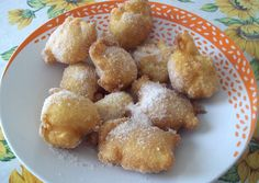 Gli sfinci (o 'i sfinci) sono delle frittelle in pastella liquida che vengono realizzate per la festa di San Giuseppe.