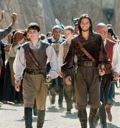 Narnia: King Edmond and King Caspian. Love the costumes! Peter Pevensie, Susan Pevensie, Lucy Pevensie, Edmund Pevensie, Narnia Cast, Narnia 3, Ben Barnes, Movies And Series, Movies And Tv Shows