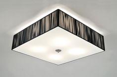 Artikel 70838 Schitterende plafondlamp met een grote vierkante kap van maar liefst 55x55cm. De kap bestaat uit fijn zwart draad met een mat glazen plaat en een geschuurd stalen dop.  http://www.rietveldlicht.nl/artikel/plafondlamp-70839-modern-retro-glas-wit_opaalglas-metaal-staal_-_rvs-zwart-vierkant