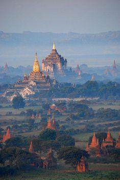 """Templos de Bagan, Birmania. """"Los días de Brimania"""" de Goerge Orwell."""