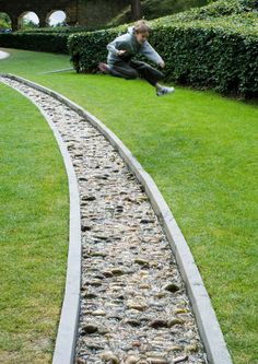 Modern Gardening DIY Lawn Edging Ideas For Beautiful Landscaping: Running Stream Edging Ideas Garden Stream, Rain Garden, Water Garden, Lawn And Garden, Backyard Stream, Stream Bed, Garden Beds, Lawn Edging, Garden Edging