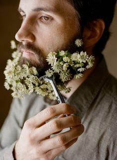 tendance barbe fleurie des fleurs dans la barbe 3   Tendance barbe fleurie   photo image hipster hippie fleur barbe