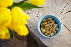 Lækre syrlige og saltede mandler, som er perfekte til snacks, tapas og bare som en skøn snack til et glas vin eller en god øl