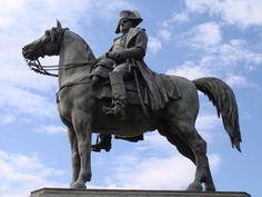 Statua equestre di Napoleone a Montereau