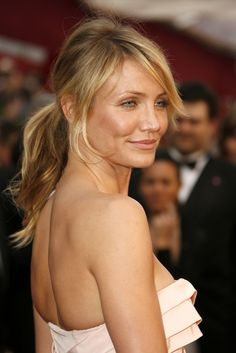 Leave Loose Strands Framing Your Face Leave it purposely undone like Cameron Diaz's low-key version.