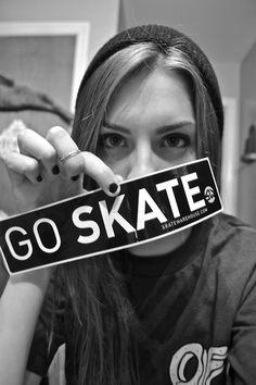 15 looks pour faire du skate - ELLE. Roller Derby, Roller Skating, Skate Long, Bufoni, Speed Skates, Base Ball, Skate And Destroy, Skate Girl, Skate Style