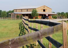 Willowbrook Farm B&B is part of a newly built horse farm located five miles from the Natchez Trace and six miles from downtown Canton. The B&B's modern and luxuriously appointed guest rooms and common area sits above the farm's horse stalls on the second floor of the upscale horse barn.