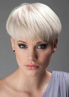 White Grey Hair Color Idea to try for Short Hair Look - Fashion Fill Short Wedge Hairstyles, Long Face Hairstyles, Hairstyles Haircuts, Short Haircuts, Blonde Hairstyles, Layered Hairstyles, Short Wedge Haircut, Curly Hairstyle, Short Hair With Layers