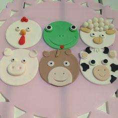Djur på ingång! #farm #animals #gård #djur #höna #groda #lamm #gris #häst #ko #cupcake #fun #roligt #handmade #handgjord #sugarpaste #sockerpasta #göteborg #linné #gbgftw #catering #order #beställning #delivery