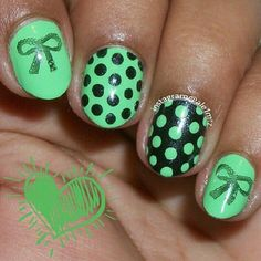 Summer nails green black polka dot bow nailart #nailart #summer #nails #polkadot #black #green #bow
