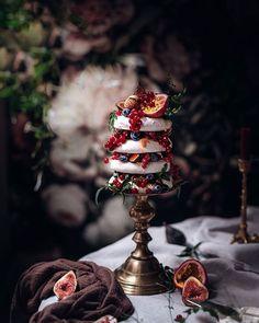 Amazing Food Photography, Dark Food Photography, Cake Photography, Chefs, Black Wedding Cakes, Cake Trends, Cake Tasting, Christmas Desserts, Christmas Wine