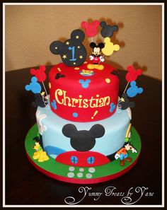 Love this Mickey Mouse clubhouse cake Minni Mouse Cake, Mickey Mouse Clubhouse Birthday Party, Mickey Mouse 1st Birthday, Mickey Mouse Parties, Mickey Party, Boy Birthday, Disney Parties, Birthday Ideas, Cake Birthday