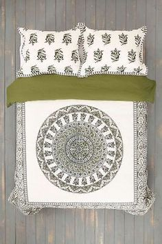 Urban Outfitters Magical Thinking Green Temple Medallion Full/Queen Duvet 86x86