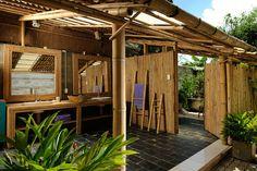 eco house_bamboo ベトナム・ホーチミン市郊外に立地する完全竹造りの邸宅。持続可能な家にするため、さまざまな工夫が凝らしてある。オーナーのハオ・ダン氏は、2008年にベトナム南東部の緑の生い茂った土地を購入し、持続可能な家を建てようと考えた。そこで2年かけて完全竹造りの家を建設した。完成は昨年