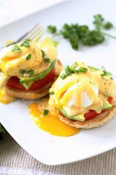 California Eggs Benedict w sriracha and avocado! mm I love any kind of Eggs Benedict :P Egg Recipes, Brunch Recipes, Cooking Recipes, Healthy Recipes, Vegetarian Recipes, Vegetarian Eggs, Breakfast Time, Breakfast Dishes, Breakfast Recipes