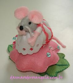 Sweet mouse and flower felt Pin cushion