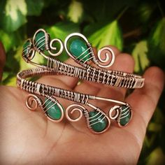 Green onyx wire bangle made of copper. This unique wire wrapped bracelet is entirely handmade with copper wire and adorned with emerald green onyx gemstones. I antiqued this gemstone bracelet with LOS so the dark copper makes a stunnig contrast with the beautiful green stones. Green gemstones brings serenity, inner piece, and a sense of calm so may be the perfect friendship gift for someone who appreciate the healing properties of this beautiful stone. Measurements: one size(medium)…