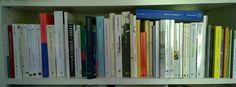 Du classement d'une bibliothèque commune Bookcase, Home Decor, Seals, Word Games, Wolves, Switzerland, Decoration Home, Room Decor, Bookcases