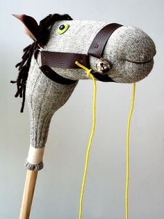 Hobby horse horse crafts diy crafts do it yourself diy gifts diy pictures kids diy crafts Diy Gifts To Make, Easy Homemade Gifts, How To Make, Diy For Kids, Gifts For Kids, Stick Horses, Hobby Horse, Thick Yarn, Hobby Room
