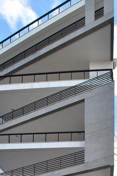 Edifício Residencial Trentino | Galeria da Arquitetura Garage Doors, Stairs, Architecture, Outdoor Decor, Inspire, Inspiration, Home Decor, Facades, Ladders