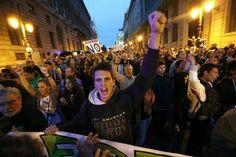 Opera Mundi - Espanha aprova lei que impede manifestações, impõe censura e fecha cerco contra imigrantes