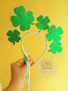 Tiara de carnaval - Boa sorte Tiara Diy, Carnaval Diy, Homemade Headbands, Fantasias Halloween, Dream Party, Luck Of The Irish, St Patricks Day, Are You Happy, Decoration