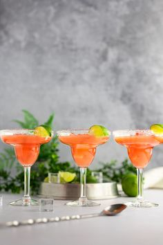 These tasty, tropical guava margaritas add a unique twist to classic margaritas. They are easy and quick to make in less than 5 minutes, making them the perfect drink for a large group. Made with guava nectar so you can make these drinks any time of year, even when guavas aren't in season. This guavarita can be made on the rocks or frozen. Or if you prefer a little spice, make the spicy jalapeño variation! Little Crumb, Cocktail Recipes, Spicy, Rocks, Frozen, Lime, Tropical, Tasty, Margaritas