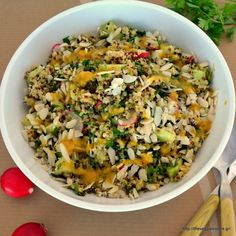 I love making salads with quinoa. You can have this quinoa salad as a light meal. It is delicious, refreshing, crunchy! Inspired by tabbouleh it is made with tricolor quinoa Quinoa Tabouleh, Quinoa Salad, Gourmet Recipes, Healthy Recipes, Sweets Recipes, Desserts, Fresh Pasta, Healthy Juices, Salad Bar