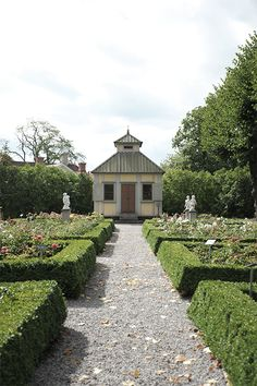 P ö m p e l i: Skansenin perinnepihat Traditional garden rose garden Skansen Sweden