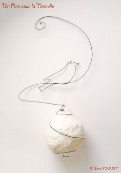 Wire and Wool Bird's Nest  Ornament par UnRiresouslaTonnelle, €143,00 © Sonia FIQUET