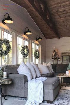 Farmhouse living room design and decor ideas are almost universally appealing. Find the best designs and transform your indoor space! At one time or a… farmhouse Living Room farmhouse decor ideas Small Living Room Design, Home Living Room, Living Room Designs, Living Room Decor, Bedroom Decor, Dining Room, Wall Decor, Diy Design, Interior Design
