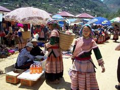 Hmong women at market
