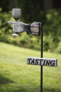 It's tastin time in Bodega Contiempo! Come visit us and have a taste! ;D Cómo nos gusta esta señal! ;D