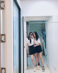 Cute Korean school girls photo selfie with mirror Berry Good, Short Skirts, Mini Skirts, Cute Korean, Girl Photos, Berries, Asian, Kpop Groups, Queens