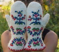 Needlebound / nalbound mittens made using Wålstedts needlebinding yarn and the Dalby stitch then fulled and embroidered using Fårö and Brage yarn and lastly crocheted edge with Fårö yarn, by Elin Jantze. Inspired by traditional needlebound Dalby mittens and Scanian woolen embroidery. Posted [in Swedish] 2015-09-04 in her blog Med nål och tråd (With needle and thread). Please see original link for more info [in Swedish] and photos!