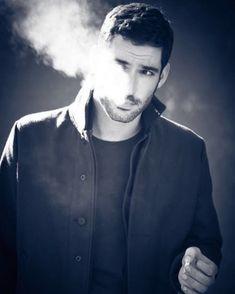 tom ellis is Lucifer Grey's Anatomy, Fangirl, Tom Ellis Lucifer, Man Smoking, Vampire, Hommes Sexy, Morning Star, Film Serie, Celebrity Crush