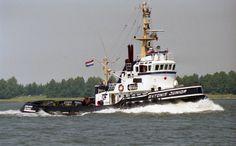 KOOPVAARDIJ sleepboot ANTONIE JUNIOR  gegevens en groot, klik ⇓ op link  http://koopvaardij.blogspot.nl/p/sleepboot.html