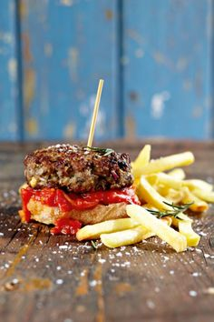 I have been looking for an excuse to try these for ages. I am delighted we finally found one. This is real down to earth soul food that you can really sink your teeth into. Yum. The recipe was inspired by my friend Barbs, who I consider a pukka queen in the kitchen, so you … Continue reading Greek Lamb And FetaBurgers