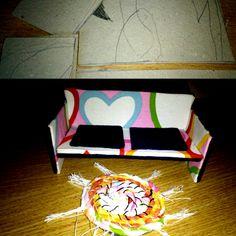 Nábytek pro panenky (Karton, lepidlo, látky)